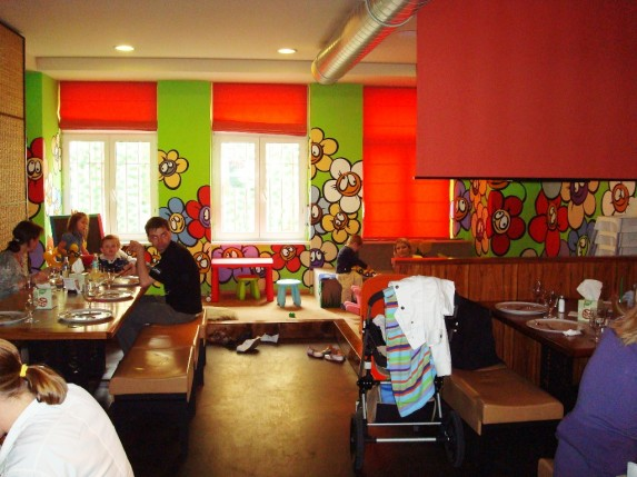 Kids in prague ambiente pizza nuova restaurant with play for Kids restaurants