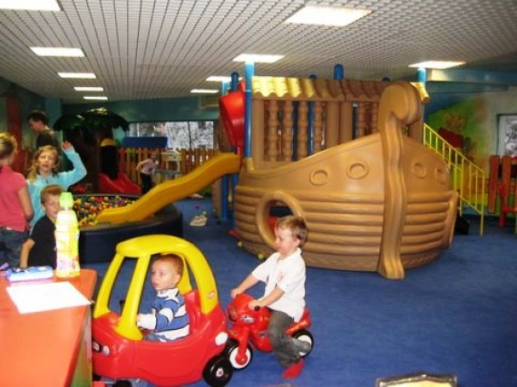 Kids in prague indoor playground andel shopping centre for Best indoor playground for toddlers